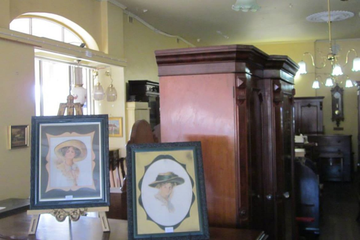 Acworth's Antiques & Quality Furniture